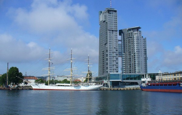 Residential, retail and office building (32 floors) SEA TOWERS in Gdynia (2008)